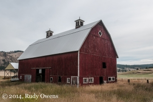 This beautiful barn is located near Fort Spokane, a major spot for history buffs and those wanting to splash in Lake Roosevelt. I love this part of the state.